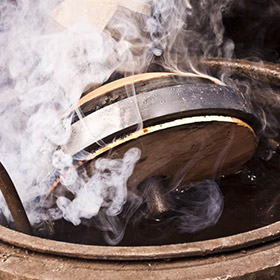 Produktion der Holzeisstöcke